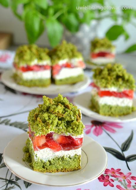 Ciasto szpinakowe z truskawkami