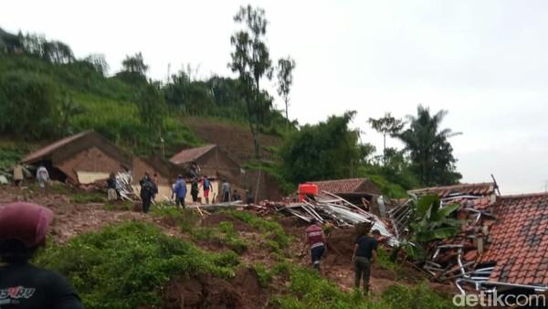 Bencana Alam Terjang Jabar: Longsor-Banjir Bandang, 40 Orang Tewas