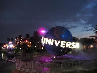Universal Glove Orlando Resort at Night
