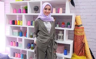 Claudia Andhara Pakai Hijab