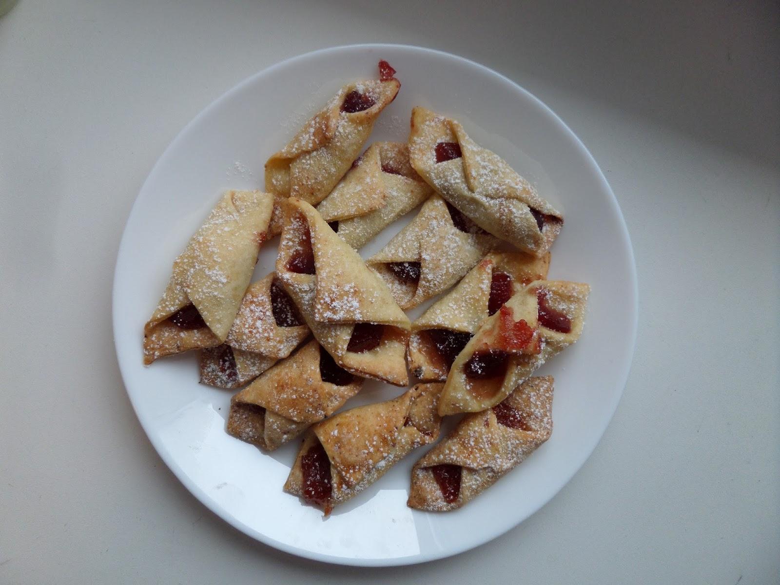 Serowe ciasteczka z marmoladą.