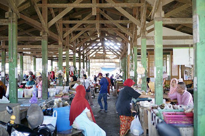 Stand-stand penjual kuliner di Pasar Sore Karangrandu Jepara