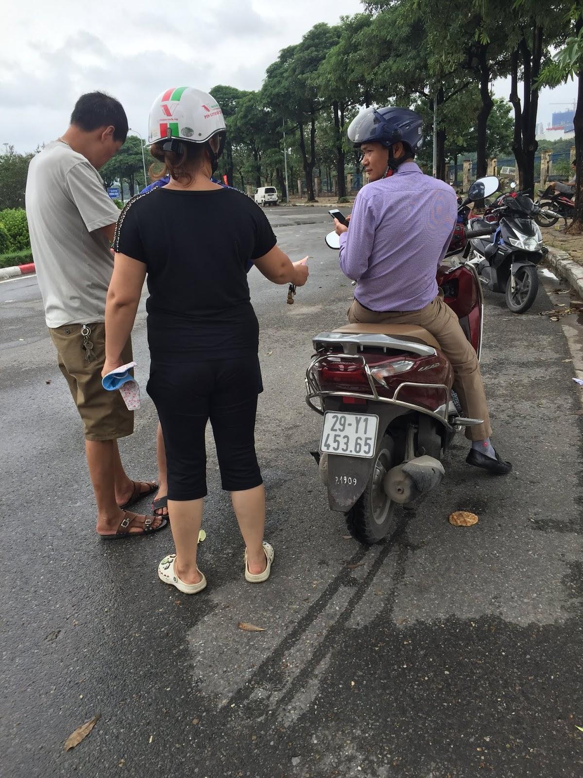 Vé chợ đen Việt Nam - Malaysia gấp 5 lần giá gốc