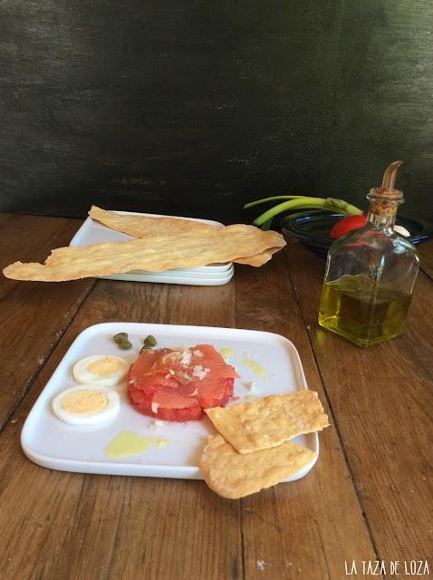 tartar-de-tomate-con-ahumados-huevo-alcaparras