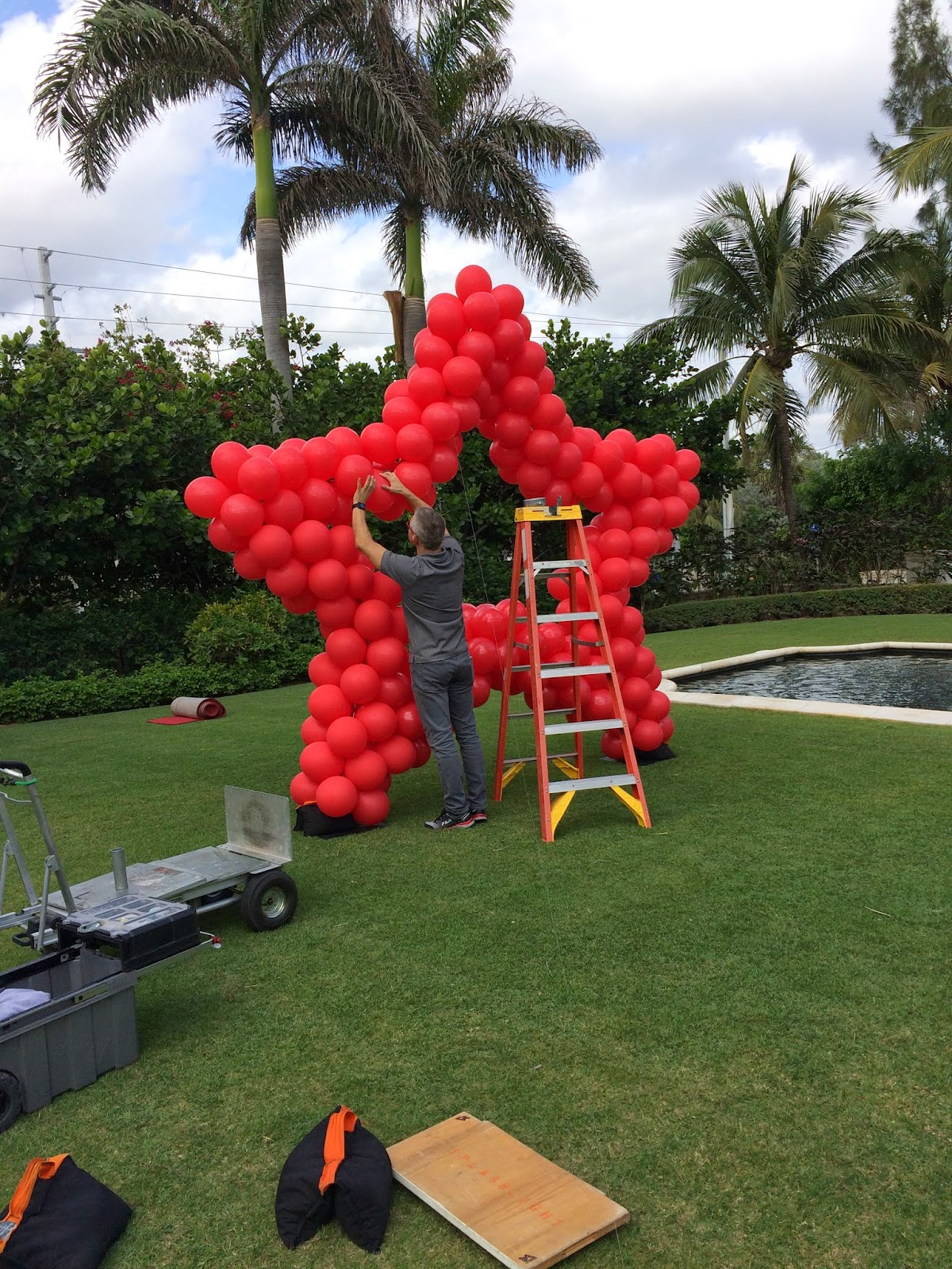 Red star shape balloon sculpture