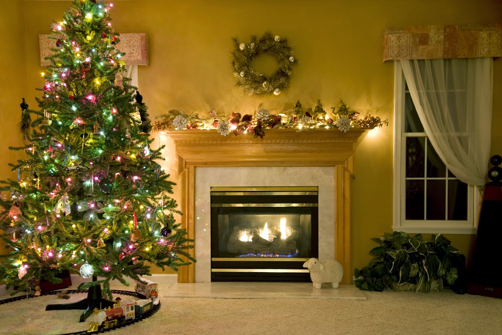 Fireplace-decoration-theme-white-light-background-with-x-mas-tree-picture-HD-free-download.jpg