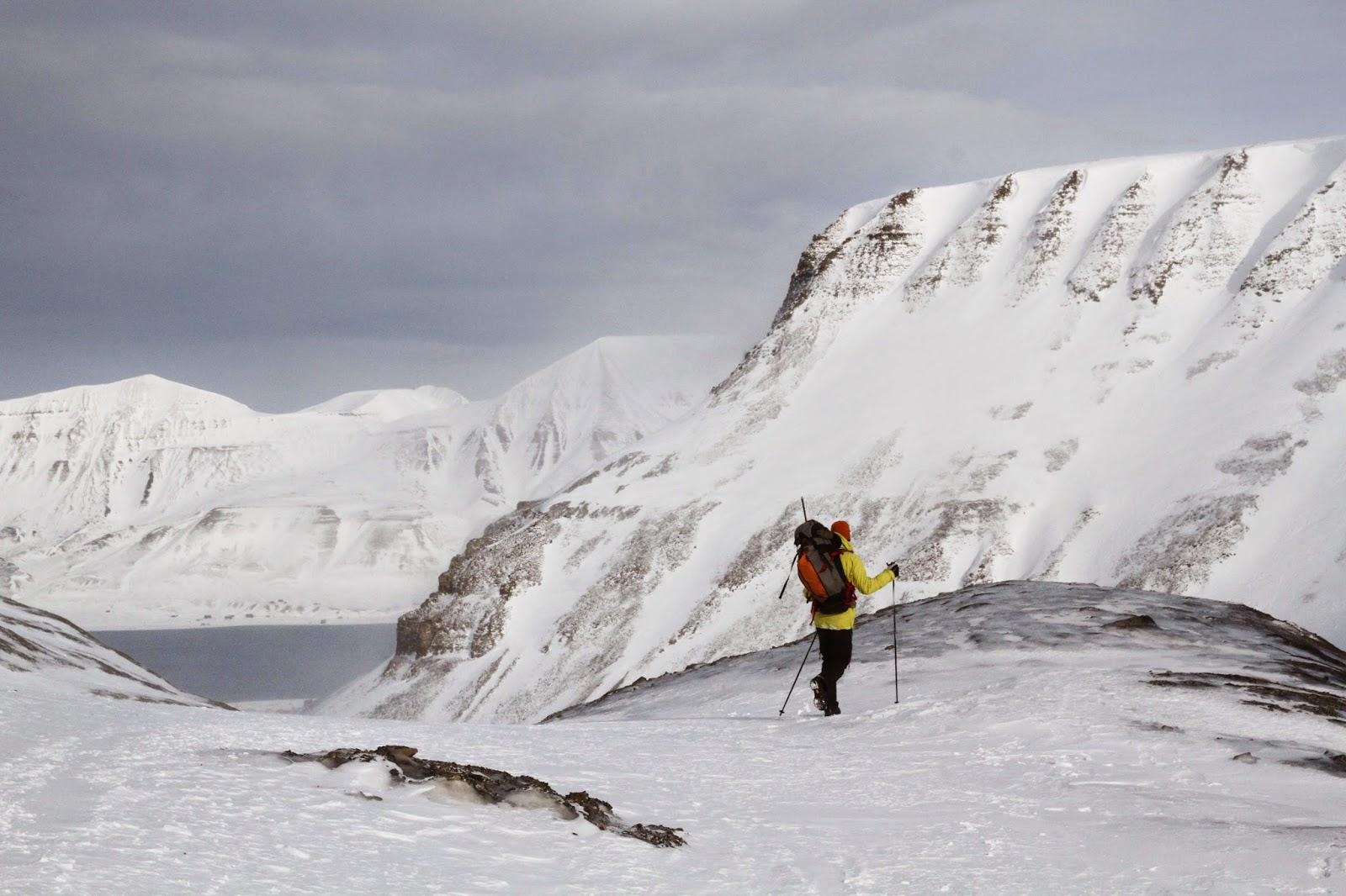 TRILHOS INVERNAIS e viagem ao interior do glaciar Lars em Svalbard | Noruega