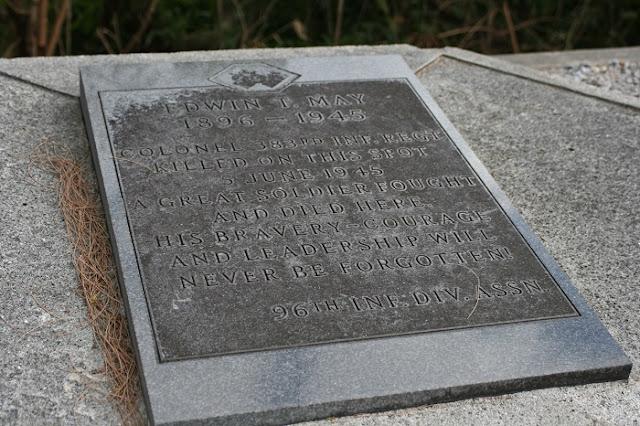 米軍歩兵第383旅団長 エドウィン・T・メイの慰霊碑の写真