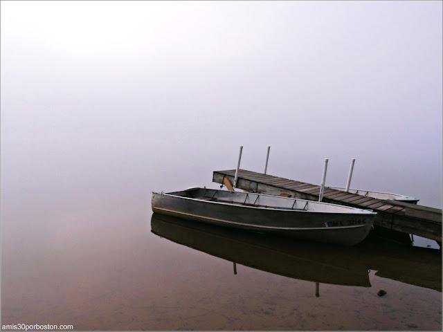 Barca en el Lago Graham en Maine