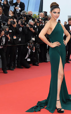 with-smoky-eyes-thigh-high-slit-deepika-styles-up-at-cannes