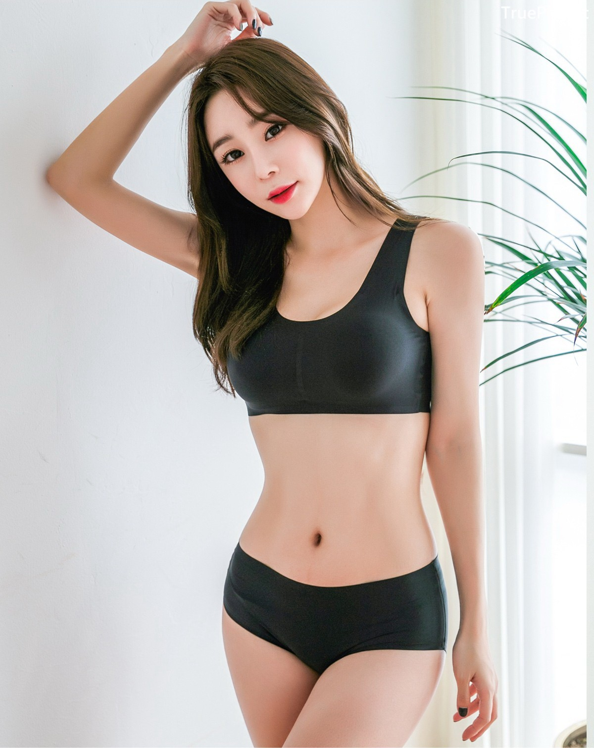 Image Korean Fashion Model - Hyun Kyung - Black Tube Lingerie - TruePic.net - Picture-6