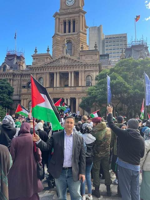 السانتور شوكت مسلماني في التظاهرة