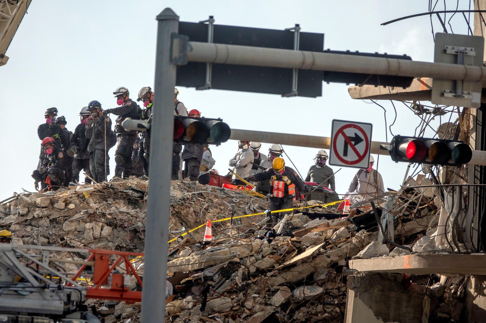 Derrumbe en Miami: las autoridades ya reportan 10 muertos y 151 desaparecidos