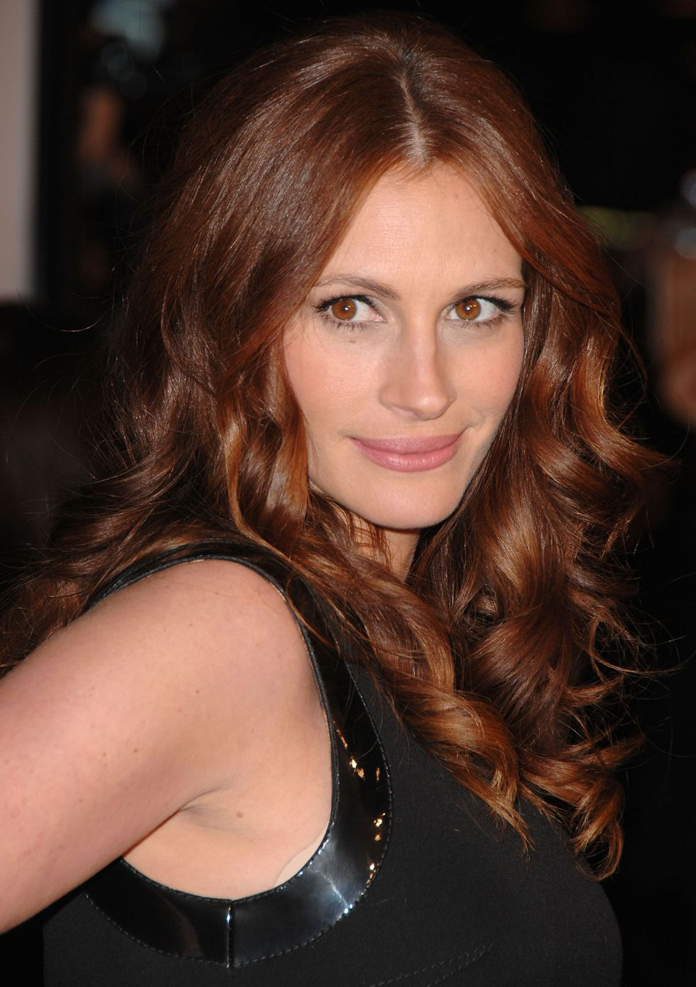Dark-Red-Hair-Colors-02-Julia Roberts
