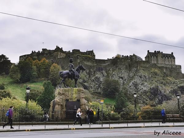 Princess-Street-bulevard-Edinburgh-Scotia-turism