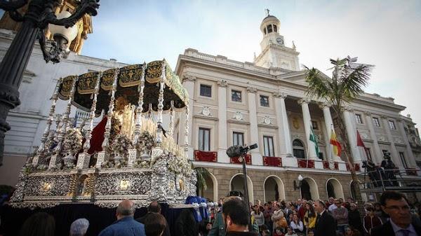 La cofradía de Expiración de Cádiz proyecta un nuevo palio para la Virgen de la Victoria