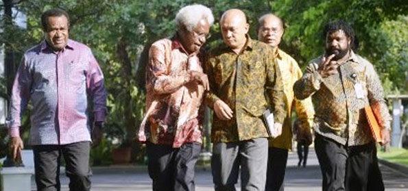 Isyaratkan 'Lindungi' Patung Dewa Perang Cina di Tuban, Citra Istana Terus Memburuk