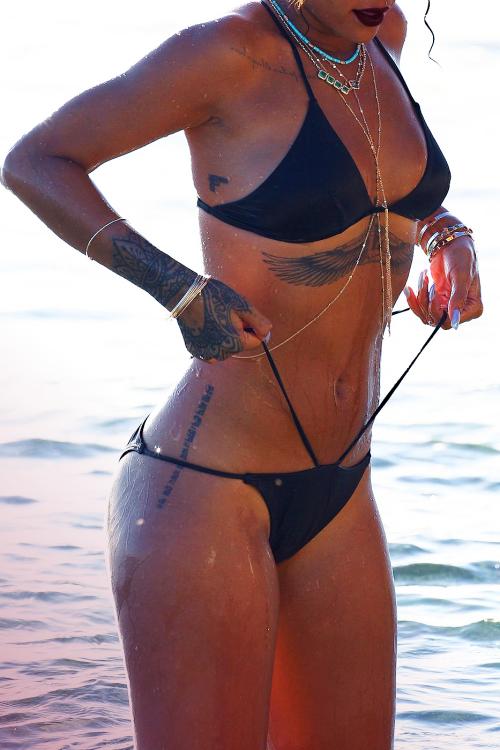 So Hot Celebrity Tattoos of Rihanna