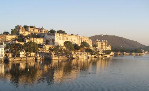 City Palace by lake Pichola%252C Udaipur