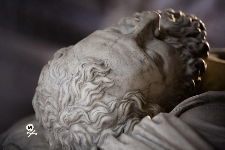 Detalle de la cabeza en transi de Francisco I de Francia
