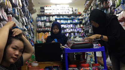 Belanja Aksesoris HP di Mall ITC Roxy Mas