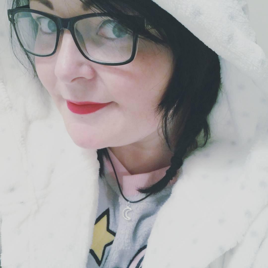 girl glasses selfie