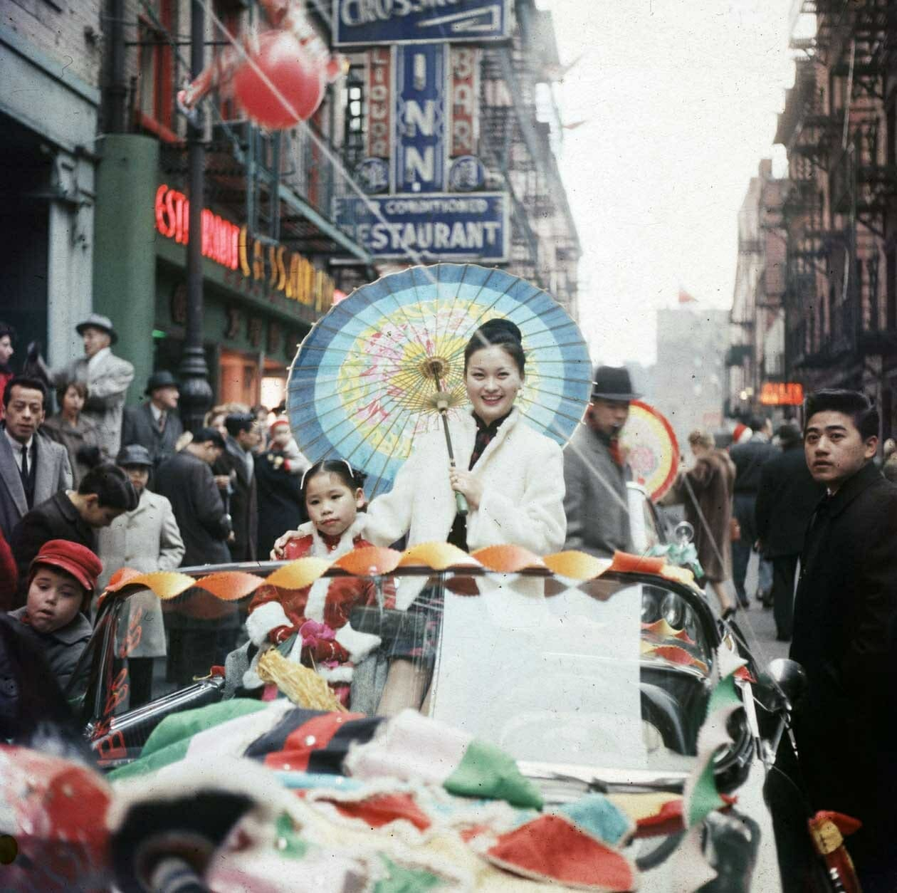 Wonderful Color Photographs Capture Chinese New Year Celebrations in Manhattan in 1960