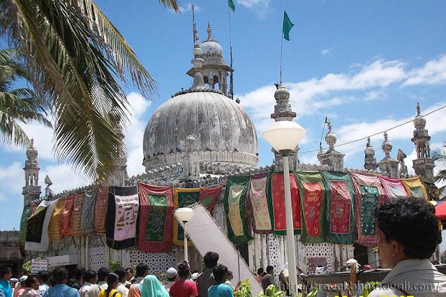 Haji ali Dargah Chadar offerings