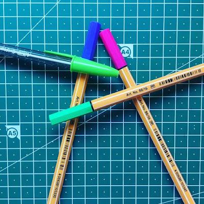 bolígrafos de colores,