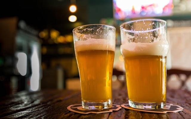 Το κόλπο για να παγώνεις μπύρα και αναψυκτικά σε 3 λεπτά