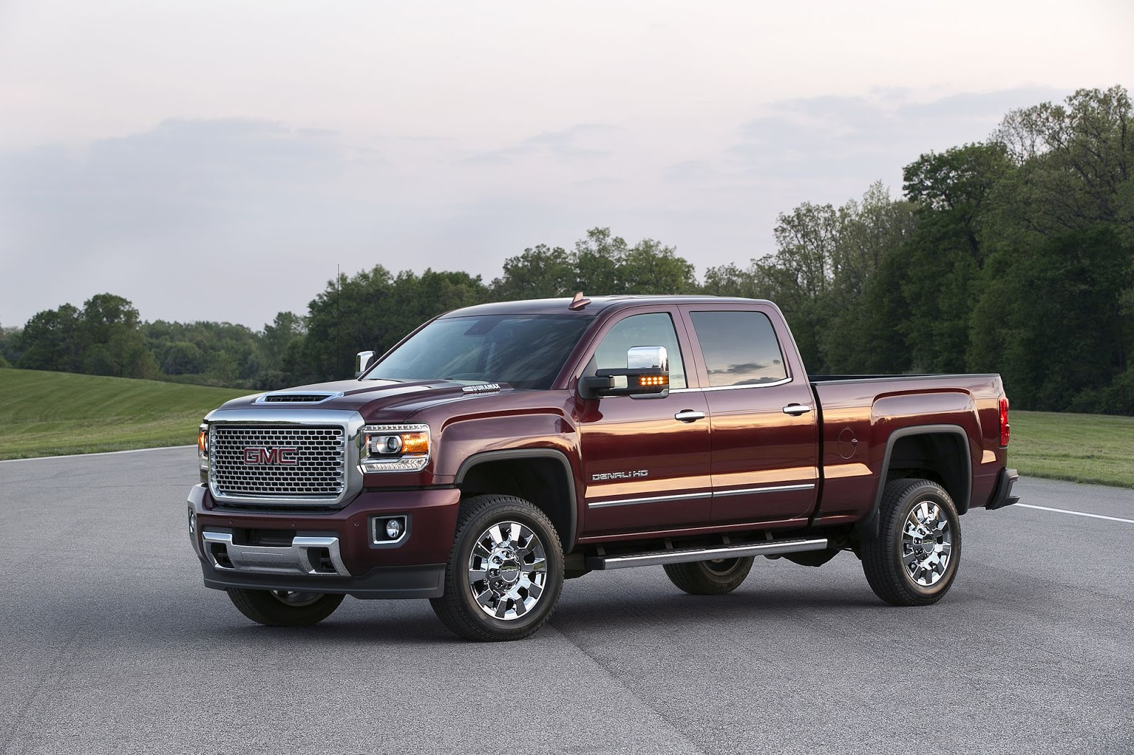 2017 gmc sierra hd receives gm 39 s new 445 hp duramax diesel v8 carscoops. Black Bedroom Furniture Sets. Home Design Ideas
