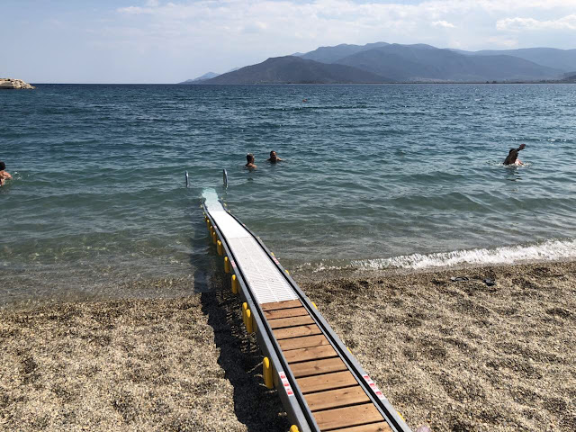 Το πρώτο σύστημα αυτόματης πρόσβασης ΑΜΕΑ στην παραλία του Άστρους τοποθέτησε η Περιφέρεια Πελοποννήσου