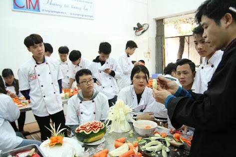 Khóa học Trung cấp Nấu ăn phù hợp với người mới vào nghề, hoặc học sinh phổ thông