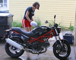 Lavar asiento moto
