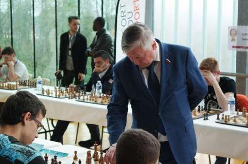 Le grand champion d'échecs Anatoli Karpov donne une simultanée au Phare de Belfort contre 16 joueurs - Photo © site officiel
