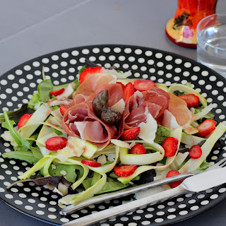 Illustration Salade de Fraises - Asperges Crues & Jambon Prosciutto