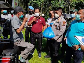 Jumat Barokah, Kapolsek Kota Kisaran Bagikan Bansos dan Tali Asih Untuk Abang Becak.