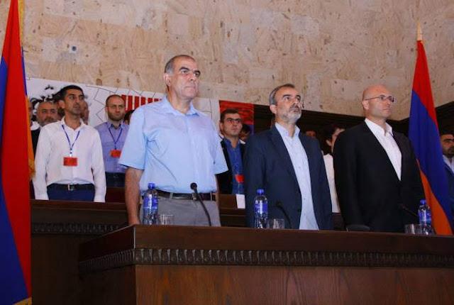 Sasna Tsrer quiere adherir Artsaj a Armenia