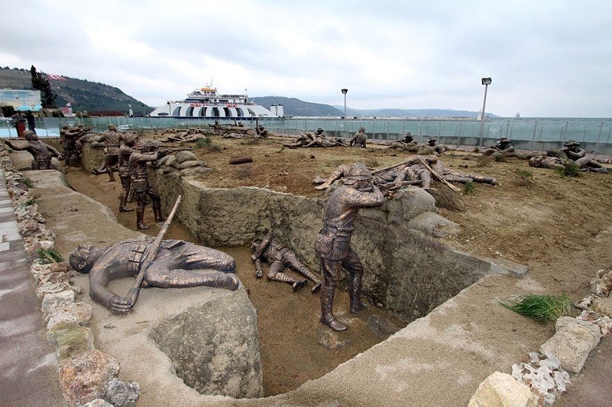 42 Of The Most Beautiful Sculptures In The World - A Scene From The World War With Real-size Statues, Eceabat, Turkey