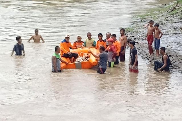 Warga Dompu terseret arus sungai saat mandi