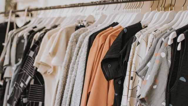 Cara Menekan Keinginan Membeli Baju