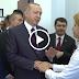 Erdoğan'ın elini öpmek isteyen öğretmen