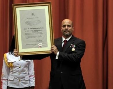 Reconocen a Gerardo Hernández Nordelo con la orden del Tarrú Nacional