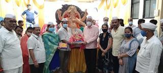 खुरसंगे परिवार ने सार्वजनिक मंडलों को दान कीं गणपति बाप्पा की मूर्तियां   | #NayaSaberaNetwork