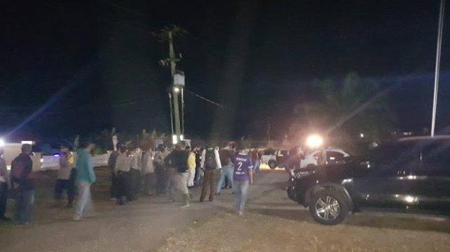 Breakingnews Ngeri, Pantat Kapolsek Ditusuk dan Dikeroyok Ratusan Warga, Anggotanya Disandera