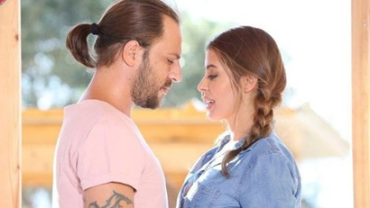 Rengarenk (Colorful) Synopsis And Cast: Turkish Drama | Full