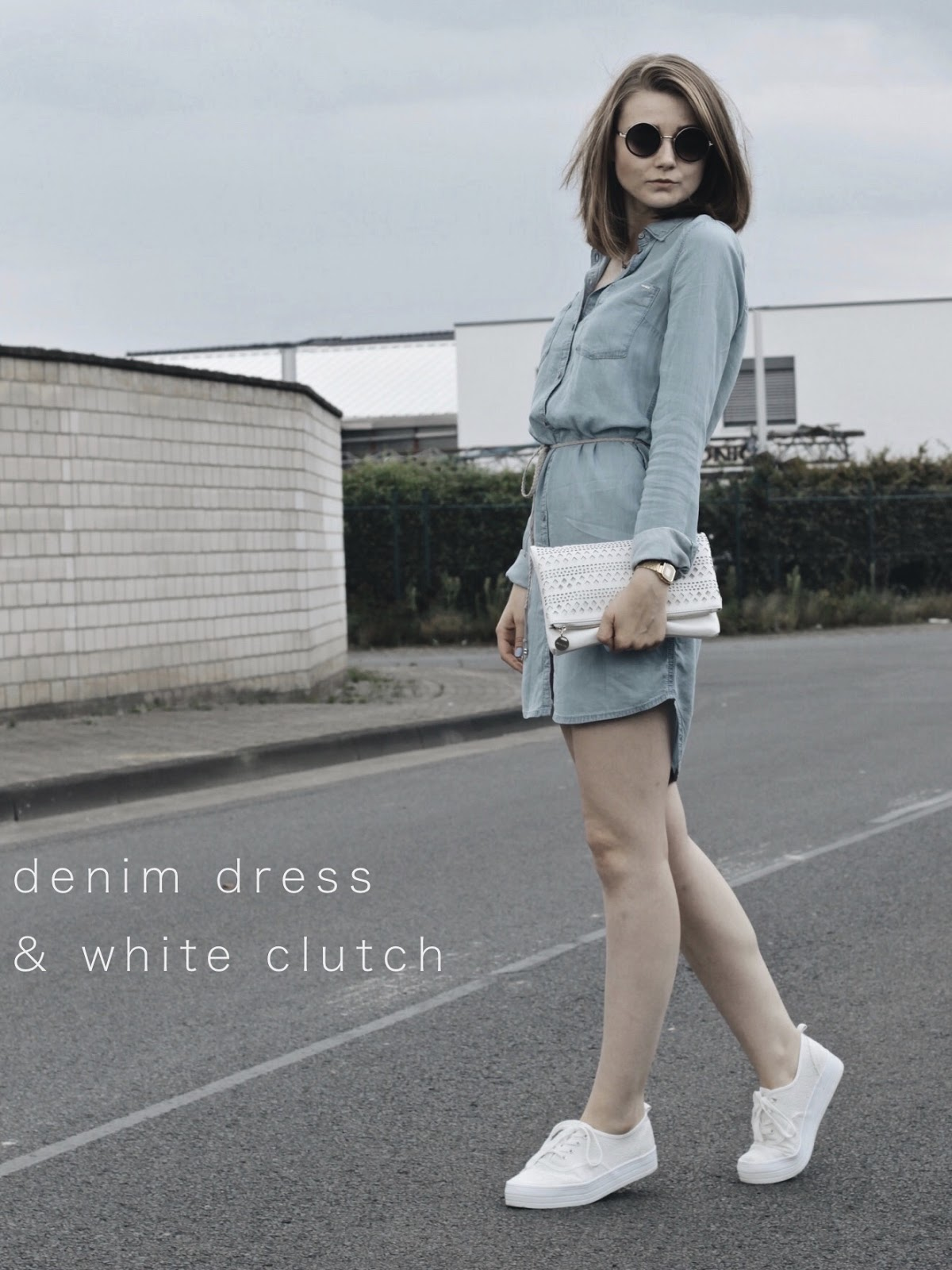 http://www.little-emma.de/2016/08/denim-dress-white-clutch.html