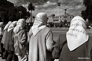 Folles de la place de mai au Chili, Photographie Pierre Dufour