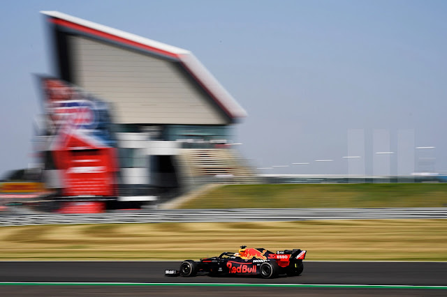 Max Verstappen of the Netherlands driving the (33) Aston Martin Red Bull Racing RB16 on track during the F1 70th Anniversary Grand Prix at Silverstone on August 09, 2020 in Northampton, England. (Photo by Rudy Carezzevoli/Getty Images)