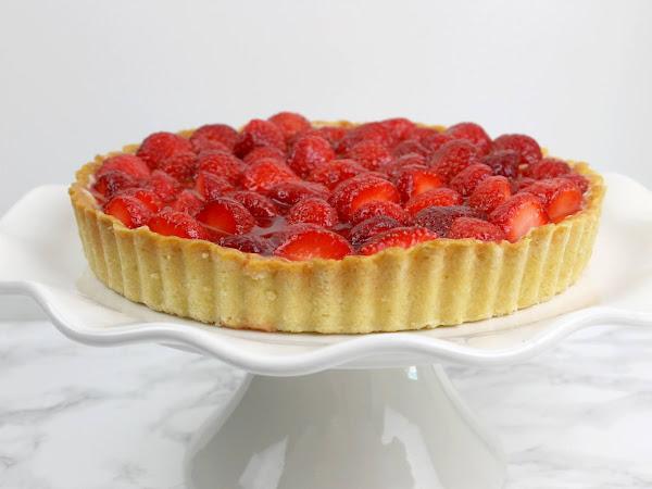 Aardbeien Taart met notenbodem